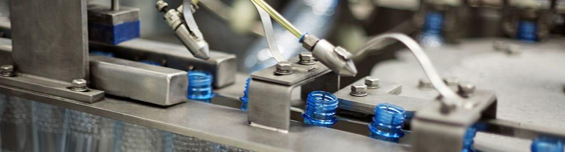Produktion von Kunststoffflaschenam Fließband